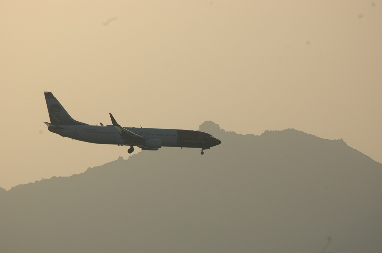 Un avion en approche de l'aéroport d'Ajaccio. (copyright Mas&Ratti)