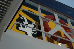 Le logo de Corsica Ferries, sur la cheminée d'un de ses navires. (copyright Mas & Ratti)