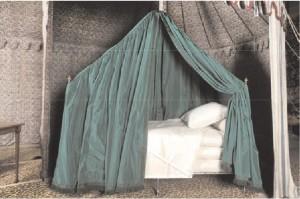 Le lit pliant de campagne de Napoléon (extrait du dossier de presse du musée des beaux-arts d'Ajaccio)