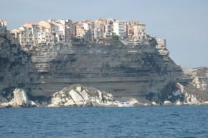 La citadelle de Bonifacio, vue de la mer. (copyright jaime-la-corse.info Mas 1 Ratti)