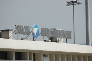 L'enseigne de la SNCM dans le port d'Ajaccio. (copyright Mas & Ratti)